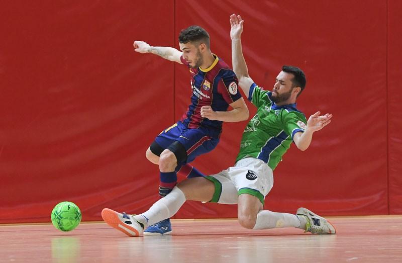 Víctor Montes en el encuentro entre Mengíbar y Barcelona B