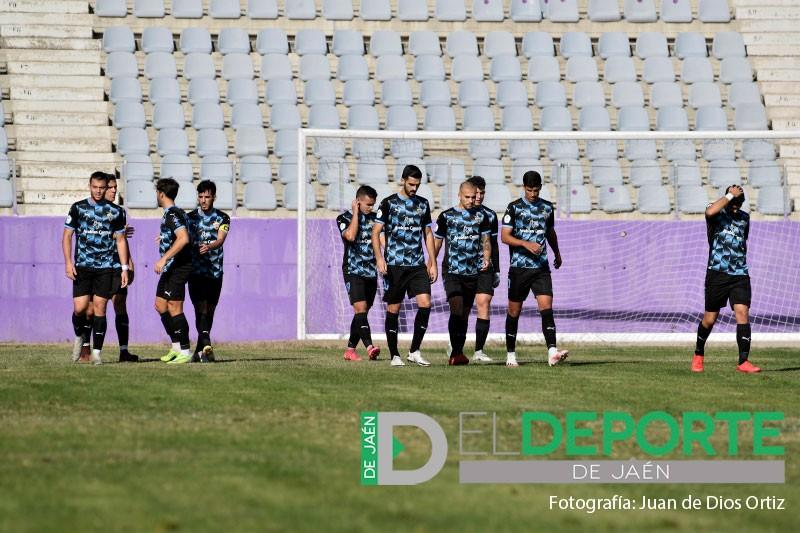 jugadores del Almería B celebran un gol en La Victoria