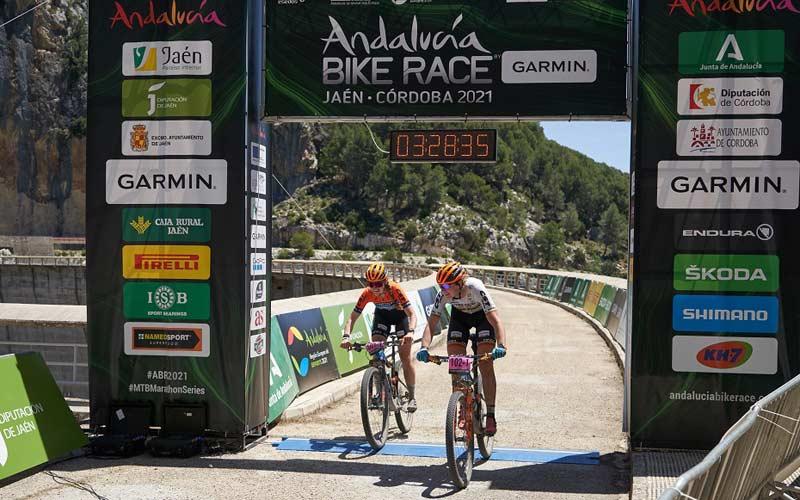 La etapa del Embalse del Quiebrajano corona nuevos líderes en la Andalucía Bike Race