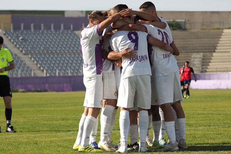 jugadores del Real Jaén en el partido contra el Estepona