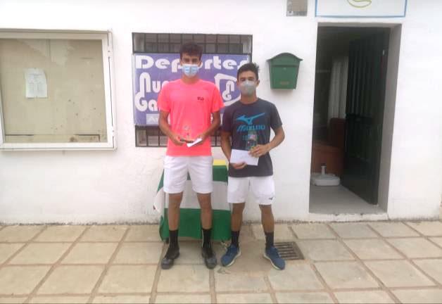 Más de una treintena de tenistas participaron en el III Torneo Fundación 'La Carolina'