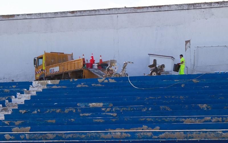 obras en las gradas del estadio de linarejos linares deportivo