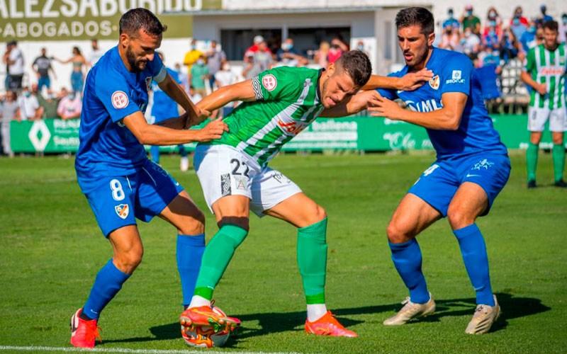 Primera victoria del Linares Deportivo tras imponerse al Sanluqueño