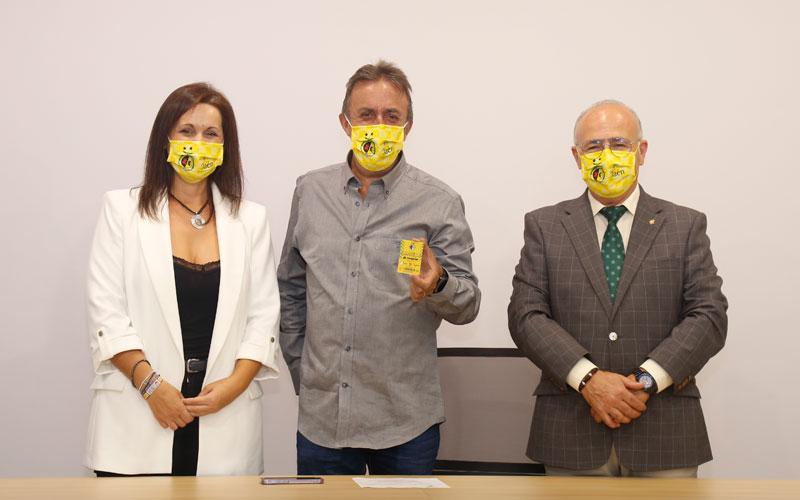 Santi Rodríguez, abonado de honor del Jaén Paraíso Interior FS