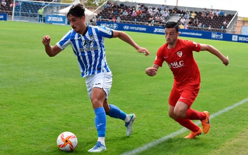 El Linares Deportivo salva su error inicial para puntuar ante el Baleares