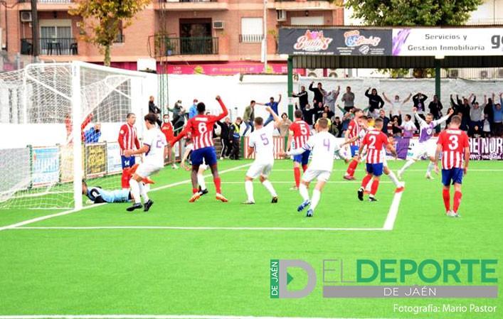 Lara rescata in extremis un punto para el Real Jaén ante el Atlético Porcuna
