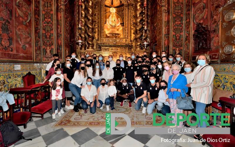 El Real Jaén cumple con la tradicional ofrenda a la Virgen de la Capilla